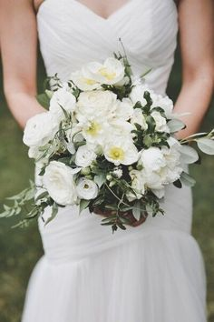 Adore this #gorgeous white and green wedding #bouquet by @blushandbloomto! Photo credit: Alixandra Gould Photography