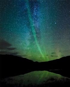 Awesome gif of Aurora Borealis All Nature, Amazing Nature, Science Nature, Urban Nature, Nature Gif, Aurora Borealis, Beautiful Sky, Beautiful World, Night Skies