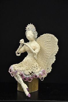 Garden Angel using an ivory Powertex and acrylic dry brushing. Garden Angels, Outdoor Sculpture, Dry Brushing, Magical Creatures, Faeries, Art Forms, Free Pattern, Projects To Try, Sculptures