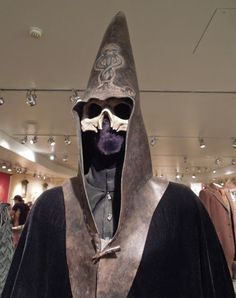 Bellatrix Lestrange and Lucius Malfoy costumes from Harry Potter and more on display. Harry Potter 2017, Harry Potter Love, Harry Potter Hogwarts, Voldemort, Death Eater Mask, Deathly Hallows Part 2, Bellatrix Lestrange, Movie Costumes, Draco Malfoy