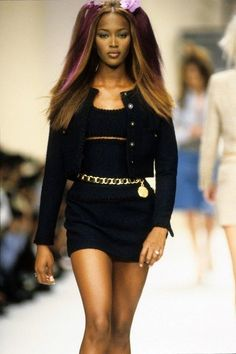 90's Fashion! Best 90's Outfit Ideas #90s #90sfashion #90sstyle #90saesthetic #90sgrunge #90sbabes #90sparty #90soutfits #vintage #vintageoutfits #vintageoutfitideas Couture Fashion, Runway Fashion, Fashion Models, Fashion Trends, Chanel Fashion, Fashion Pics, Celebrities Fashion, Vogue Fashion, Fashion Weeks