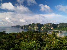 Koh Phi Phi Don by JarvisKP