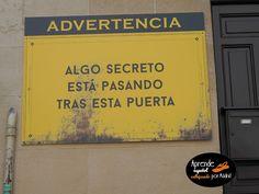 Tras esta puerta - Aprende español callejeando por Madrid