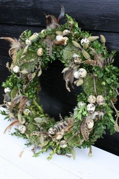Home Life – Workshops Easter Flowers, Spring Flowers, Outdoor Christmas Decorations, Flower Decorations, Diy Easter Decorations, Easter Wreaths, Christmas Wreaths, Deco Table, Wreaths For Front Door