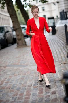 Classic Red - The Best Street Style at London Fashion Week Spring 2017 - Photos