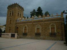 Edificio modernista hoy ayuntamiento de La Pobla de Segur (Lérida)