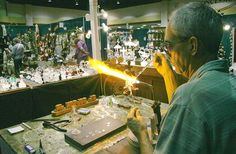 Gatlinburg Craftsmen's Fair October Gatlinburg, TN 200 booths of art, crafts, and music, with artisans and craftsmen on hand to demonstrate their skills and answer questions.  Live country and bluegrass entertainment.