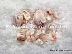 Cocochas de Bacalao del Atlántico Norte.  Se sirve en bandejas de 500 gr. Producto limpio y listo para cocinar.  Producto salvaje, ultracongelado en el momento de captura.    Las cocochas o kokotxas de bacalao, plato típico de País Vasco, es la parte inferior de la barbilla de este pescado y es considerado un plato exquisito.