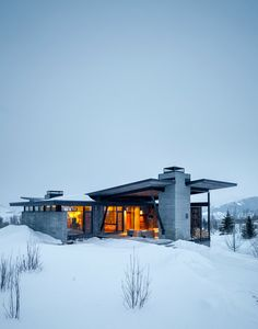 Enchanting Getaway Gives The Woodsy Cabin Style A Modern Twist Cantilever Architecture, Architecture Résidentielle, Contemporary Architecture, Modern Contemporary, Rustic Home Design, Modern House Design, Design Exterior, Modern Mountain Home, Jackson Hole