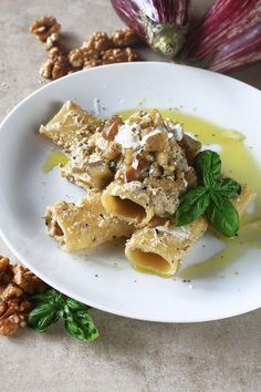 Pasta pecorino e melanzane I Love Food, Good Food, Yummy Food, Pasta Recipes, Cooking Recipes, Italy Food, Sicilian Recipes, How To Cook Pasta, Cooking Time