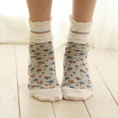 Tabio ruffle top flower socks