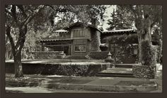 The Duncan Irwin House - Greene & Greene Altadena California, Arch House, Victorian Photos, Beach Bungalows, Craftsman Bungalows, Arts And Crafts Movement, Craftsman Style, American Art, Curb Appeal