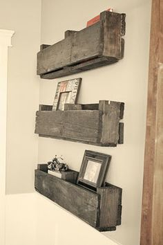 Shelves Pallet DIY Pallet Shelves - I am sharing DIY project of diy pallet shelves. This was a wonderful experience and I completed that project without taking any help from anyone. Diy Pallet Furniture, Pallet Art, Diy Pallet Projects, Home Projects, Pallet Crafts, Woodworking Furniture, Pallet Ideas, Woodworking Ideas, Furniture Plans