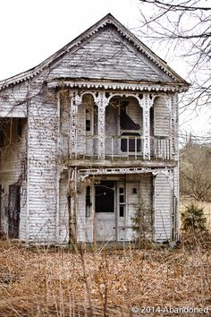 Abandoned | A blog that photographs beautiful, abandoned old homes and buildings.