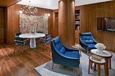 105 m2 rozlehlý Premier apartmán s obývacím pokojem, ložnicí a dvěma koupelnami byl navržen jako pocta minimalistickému stylu architekta Gio Pontiho. Součástí vybavení pokoje je původní konzolový stůl navržený Pontim