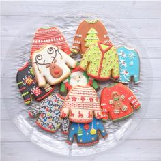 fun christmas cookies Weihnachtspltzchen Ugly Sweater Cookies - Christmas Cookies That Are Almost Too Pretty To Eat - Photos Christmas Sugar Cookies, Christmas Sweets, Christmas Baking, Christmas Time, Christmas Outfits, Fancy Cookies, Iced Cookies, Cute Cookies, Ugly Sweater Cookie