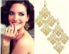 Can never go wrong with these gold dangle earrings! Play safe and look elegant!