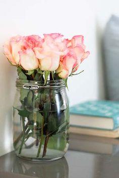 Arranjo de flores simples e lindo para as nossas mesas de trabalho