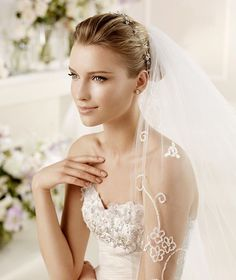 MIRLO » Wedding Dresses » 2013 Glamour Collection » La Sposa (close up)