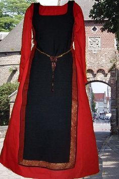 Medieval Renaissance Costume SCA Garb Celtic Midnight Black Tabard Blood Red Kirtle Ctn LXL