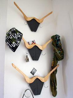 Sehe dir das Foto von Schuhfreak mit dem Titel Mega coole DIY Garderobe mit alten Kleiderbügeln und andere inspirierende Bilder auf Spaaz.de an.