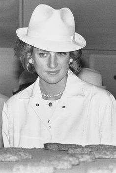 Princess Diana! Wow, she looks great in this fedora!!