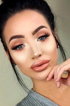 Oblong face shape is one of the trickiest and the most difficult to play around with, that is true. We suggest you a perfect set of magic tricks to try out for a flawless makeup look, everywhere you go! #makeup #makeuplover #makeupjunkie #makeupideas