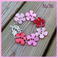 Armband av blomknappar! Bracelet of flowerbuttons! Made by Maria Mikiwer (MaMi)
