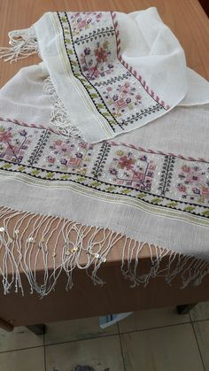 This Pin was discovered by geo Vintage Embroidery, Embroidery Patterns, Cross Stitch Patterns, Bordados E Cia, Crochet Tablecloth, Bargello, Cross Stitching, Handicraft, Bohemian Rug