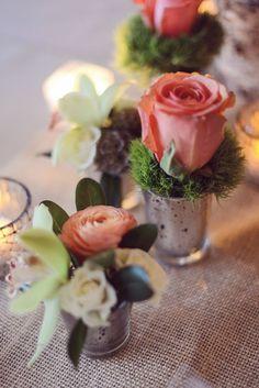 Цветы в маленьких вазах