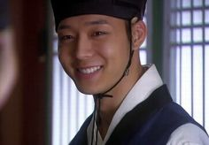 Episode 11, After clearing Kim Yoon Shik's name in front of the emperor, Kim thanks to Lee.