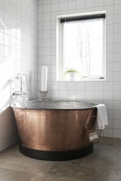 Useful Walk-in Shower Design Ideas For Smaller Bathrooms – Home Dcorz Rustic Bathrooms, Small Bathroom, Bathroom Canvas, Neutral Bathroom, Bathroom Ideas, Guys Bathroom, Parisian Bathroom, Shower Ideas, Decoration Inspiration