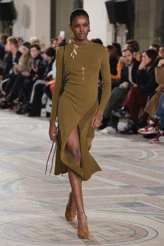 Jacquemus Fall18 RTW Jacquemus, Black Women Fashion, High Fashion, Love Fashion, Autumn Fashion, Fashion Design, Womens Fashion, Ladies Fashion, Fashion Week