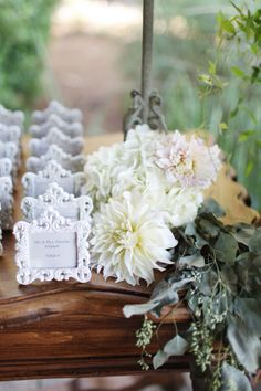 escort card station