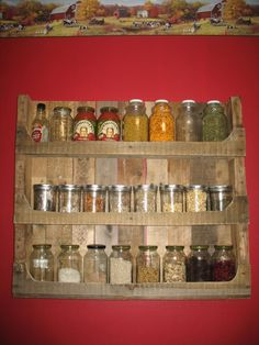 Wood pallets this time came with latest diy wooden pallet ideas. Craft diy pallet spice rack by re-using wood pallets. This is most needed item in our kitchen. Pallet Crafts, Diy Pallet Projects, Wood Projects, Pallet Ideas, Pallet Spice Rack, Spice Racks, Spice Shelf, Wooden Spice Rack, Spice Storage