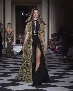 Amazing Embellished Halter Slit Sheath Evening Maxi Dress / Evening Gown Long Sleeves Hood and a Train. Couture Fall Winter Collection Runway by Zuhair Murad Haute Couture Style, Couture Mode, Couture Fashion, Runway Fashion, High Fashion, Zuhair Murad, Beautiful Gowns, Beautiful Outfits, Sexy Dresses