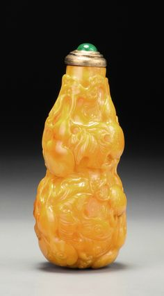 A Baltic amber 'Double-gourd' snuff bottle, Qing dynasty, mid 18th-early 19th century