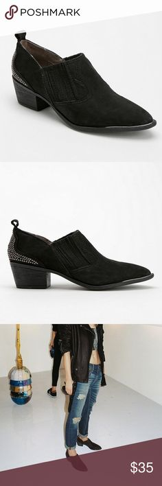 Sam Edelman Halston Western Babe Ankle Booties Sam Edelman Halston ankle black booties. Sis circle details on back Textured shoes. Very Boho Western babe vibes. Great used condition. Easy to wear booties Circus by Sam Edelman Shoes Ankle Boots & Booties