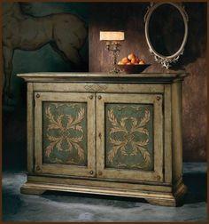 Un element de mobilier care merita atentie speciala. Un scrin de lemn precum cel de pe aceasta pagina are acel aspect de eleganta atemporala