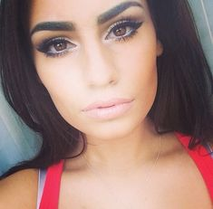 Love this eye make up! Makes her brown eyes really pop!