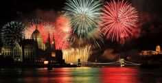 Five cities to celebrate New Year's Eve in Europe: Amsterdam, Prague, Budapest, Madrid and Paris. New Year's Eve Celebrations, New Year Celebration, Budapest Christmas, Last Day Of The Year, Italian Traditions, Fireworks Show, Cities In Europe, National Holidays, Budapest Hungary