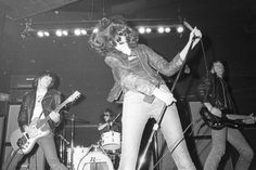 Hear Lou Reed Get Introduced to the Ramones' Music in 1975 Ramones, Joey Ramone, Live Music, Good Music, My Music, Music Stuff, Punk Rock, Johnny Rotten, Musica