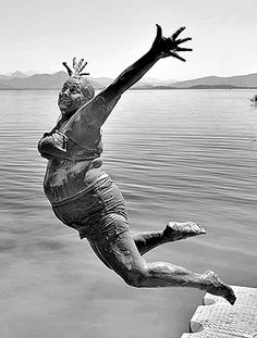 Folha de S.Paulo: News, Images, Videos and Interviews - Portrait made by young Alpay Erdem, from Turkey, wins the smile category of the Sony World Photogra - Photography Awards, Wildlife Photography, White Photography, Old Lady Humor, Stylish Older Women, Old Folks, Jolie Photo, Strike A Pose, New Image