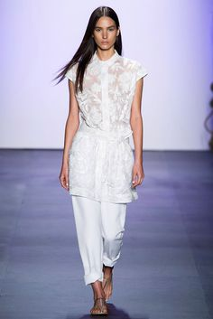 Explore the looks, models, and beauty from the Tadashi Shoji Spring/Summer 2016 Ready-To-Wear show in New York on 10 September 2015 Tadashi Shoji, Fashion Week, Fashion Show, Fashion Design, Fashion Spring, New York, Ny Collection, Spring Summer 2016, Vogue Paris