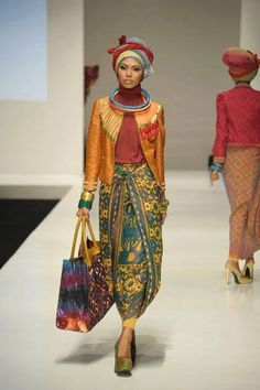 Check out these special clothes from Indonesia by Dian Pelangi. Islamic Fashion, Muslim Fashion, Ethnic Fashion, Asian Fashion, Modest Fashion, Hijab Fashion, Fashion Outfits, Foto Fashion, Fashion 101