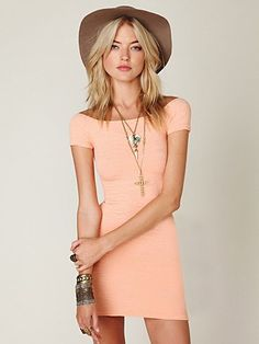 cute dress.. absolutely NOT on that hat.