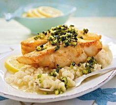 Das Rezept für Fischfilet mit Zucchiniwürfeln auf Zitronenrisotto und weitere kostenlose Rezepte auf LECKER.de
