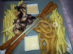 Plato combinado especial: langostinos crujientes, pulpo a la plancha, calamares y patatas fritas con dos salsas | Restaurante Nova Lúa Chea en A Coruña
