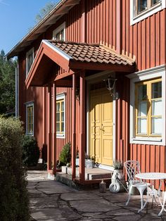 Exterior Siding, Exterior House Colors, Interior And Exterior, Red Houses, Interior Stylist, Main Entrance, Old Doors, Country Style, My Dream Home