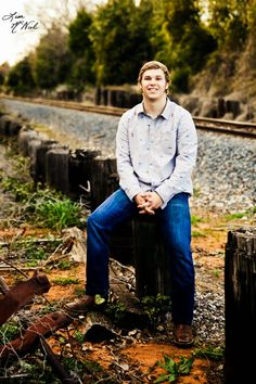 senior pictures boys, ideas for guys, poses, lake, field, guns, country, truck